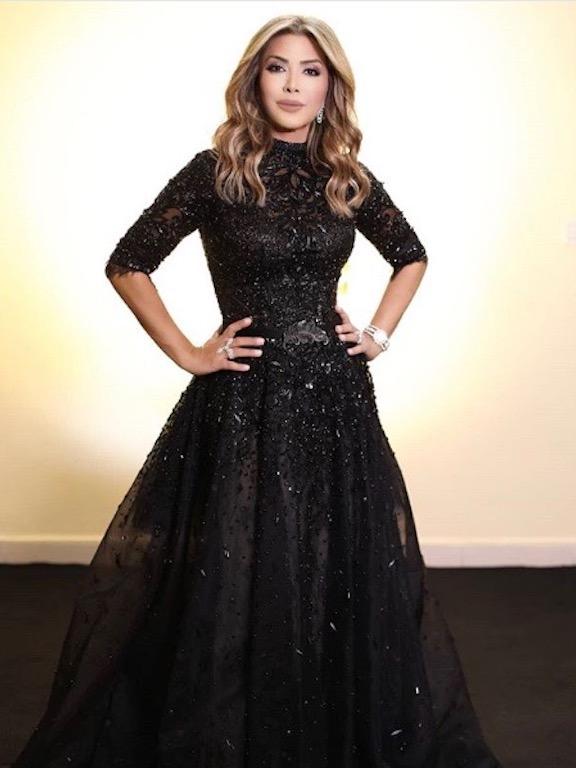 فستان أسود كلاسيكي اختارته نوال الزغبي
