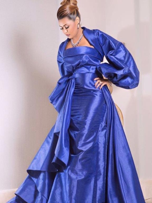 فستان أزرق اختارته وعد