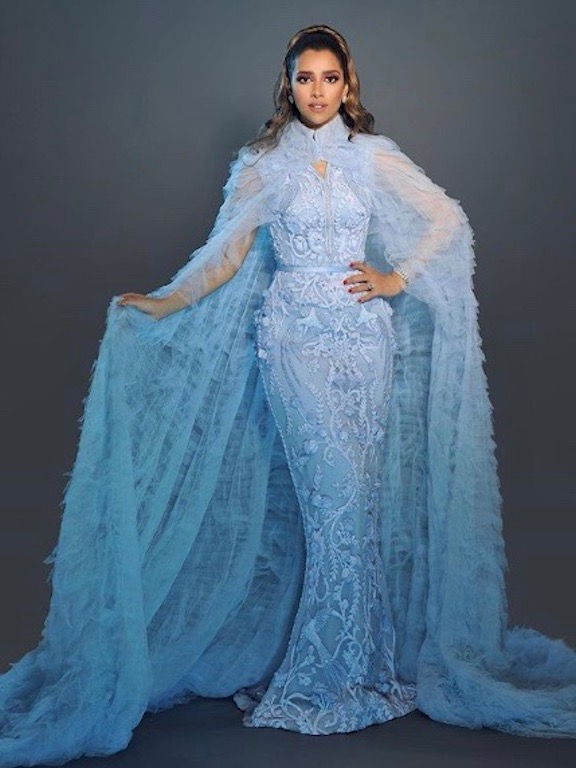 بلقيس فتحي في فستان مطرز باللون الأزرق
