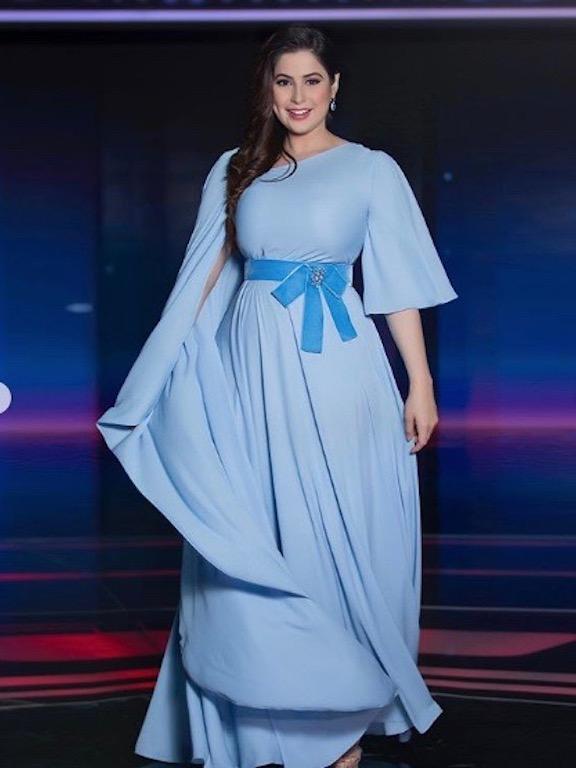 فستان باللون الأزرق السماوي اختارته رؤى الصبّان مؤخرًا