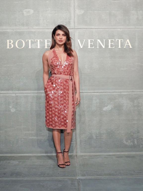 بريانكا شوبرا في فستان من بوتيغا فينيتا