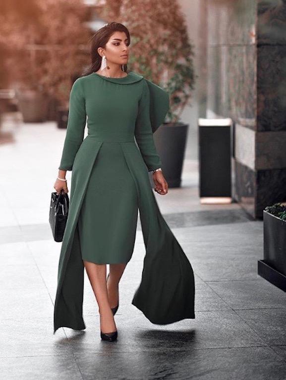بثينة الرئيسي في فستان ميدي باللون الزيتي