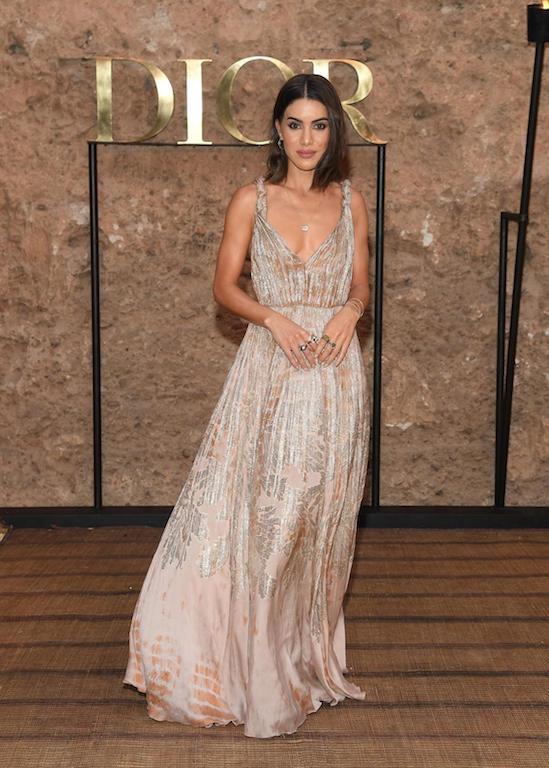 الفاشينيستا كاميلا كويلو في فستان ناعم