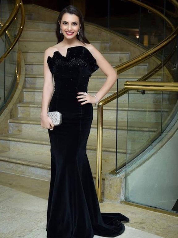 كارمن سليمان في فستان مخمل أسود