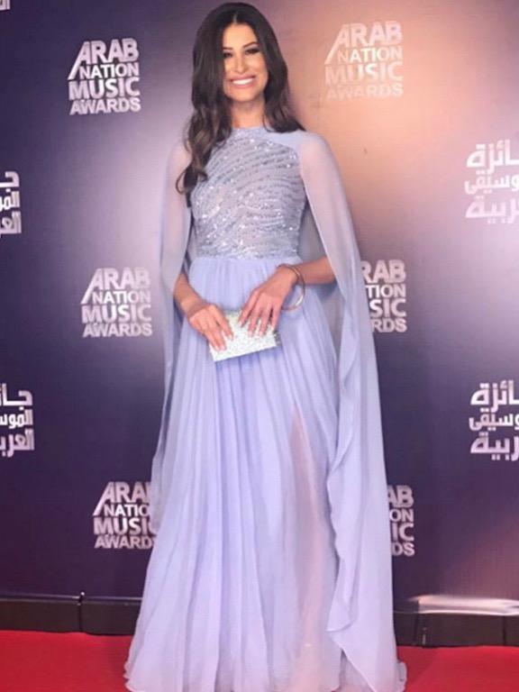 فستان باللون البنفسجي اختارته ريم سعيدي