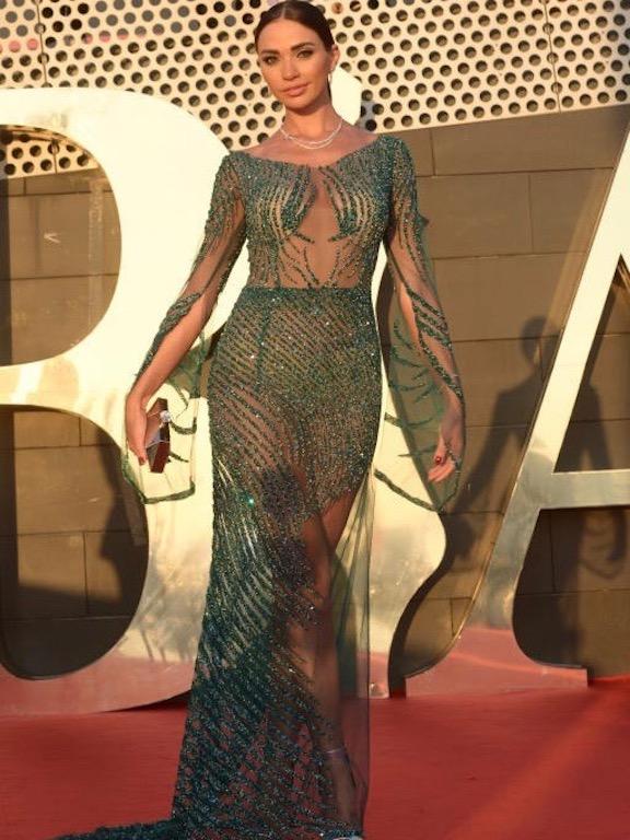 داليدا خليل اختارت فستان براق في حفل البياف