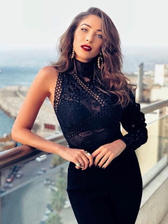 دانييلا رحمة باللون الأسود