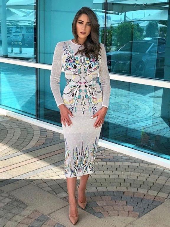 دانييلا رحمة  في فستان ميدي