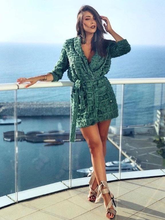 دانييلا رحمة في فستان أخضر قصير