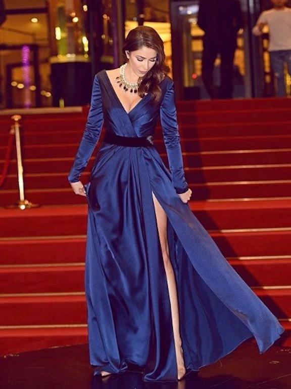 دانييلا رحمة في فستان سهرة باللون الأزرق