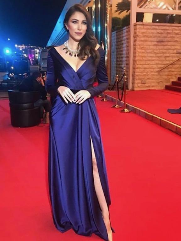 دانييلا رحمة في فستان باللون الأزرق