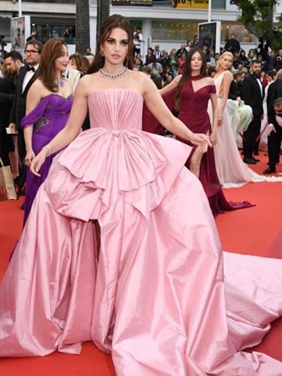 درة زروق مثل الأميرات في فستان من علي يونس