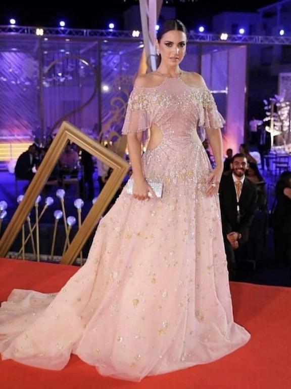 درة زروق في فستان زهري من جورج حبيقة