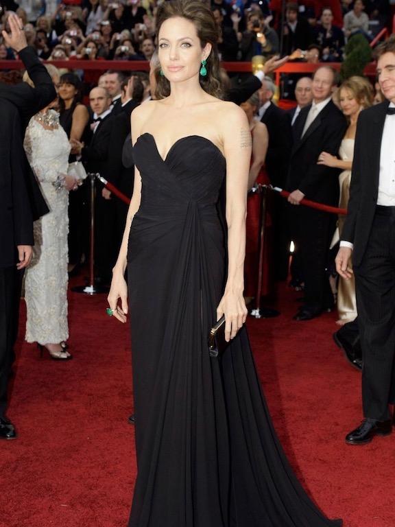 انجيلينا جولي في فستان أسود من ايلي صعب