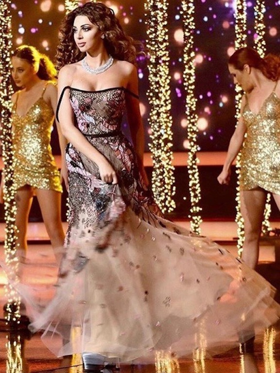 ميريام فارس متألقة في فستان من إيلي صعب