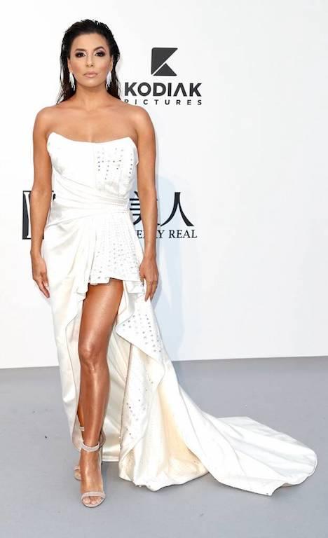 إيفا لونغوريا في فستان باللون الأبيض من ألبيرتا فيريتي