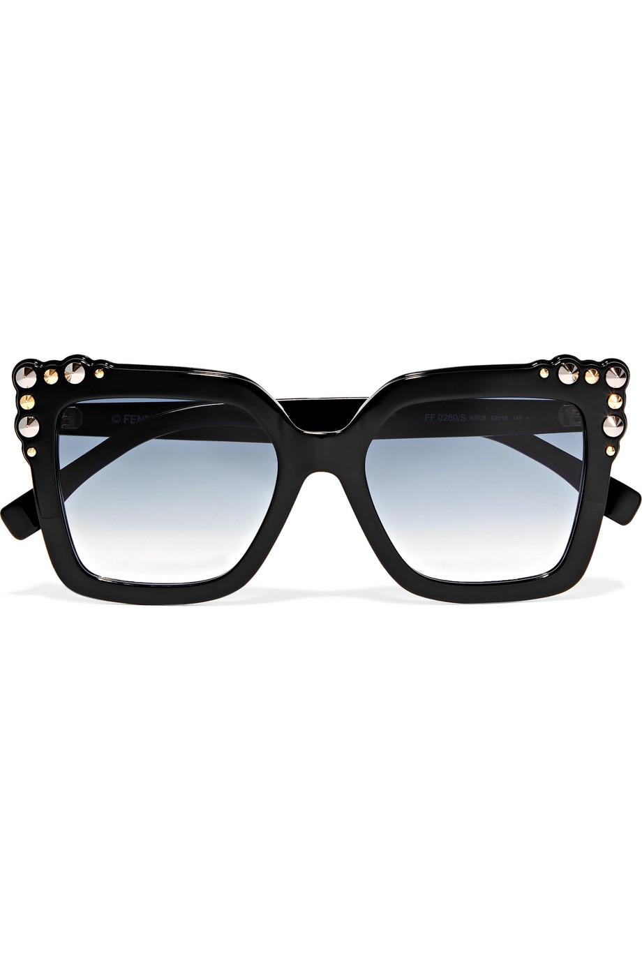0ff80359f إذا كان وجهك على شكل القلب أي أن جبهتك عريضة وعظام خديك بارزتين وذقنك ضيق،  فإن النظارات ذات إطارات محددة هي الخيار الأنسب لك، مثل النظارات التي تشتهر  باسم ...