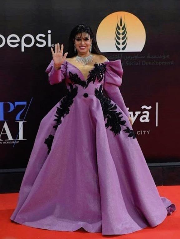 فيفي عبدو تصدم الجميع بفستانها البنفسجي: