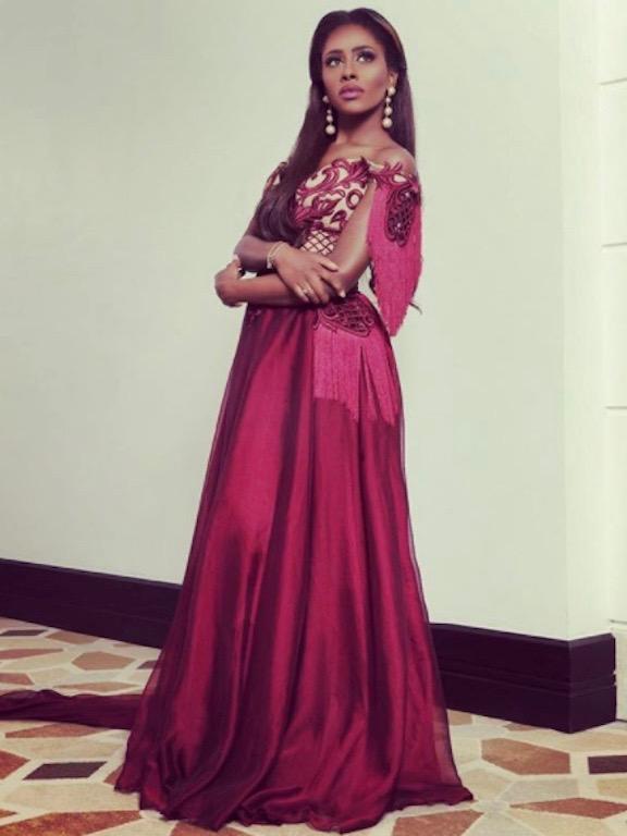 داليا مبارك في فستان بنفسجي