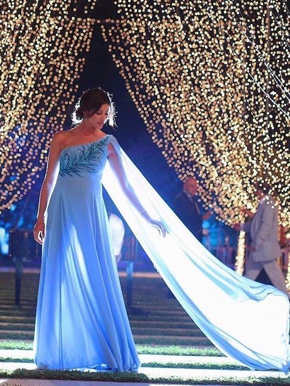 ريم سعيدي في فستان سهرة أزرق