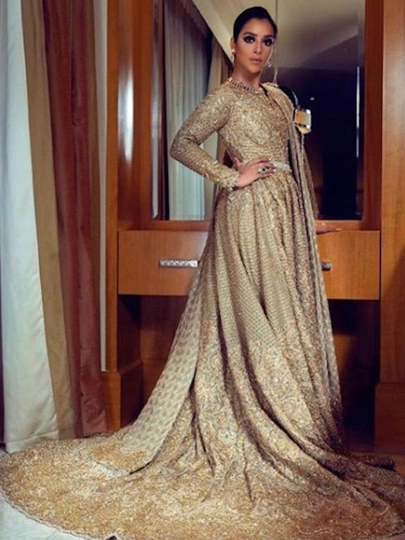 بلقيس فتحي في فستان ذهبي من فارازا منان
