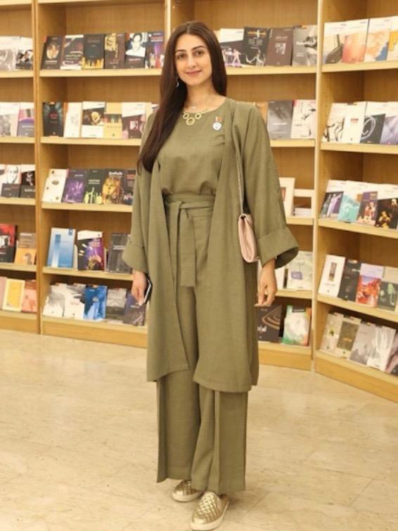 هيفاء حسين في اطلالة باللون الزيتي
