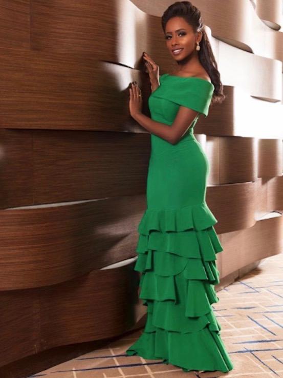 داليا مبارك في فستان أخضر