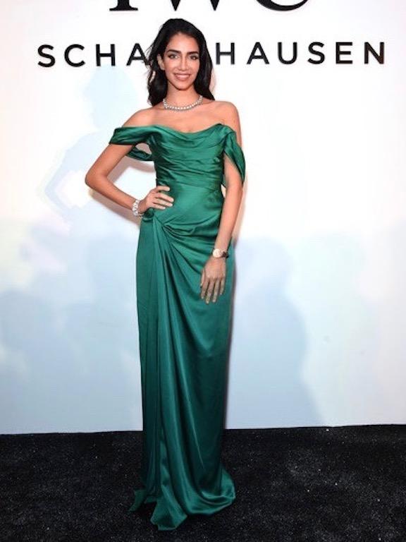 جيسيكا قهواتي في  فستان باللون الأخضر