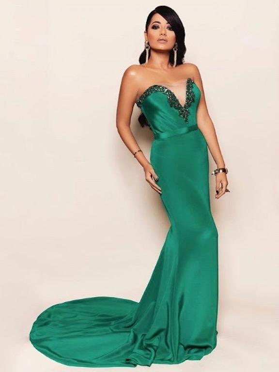 رحمة رياض في فستان سهرة باللون الأخضر