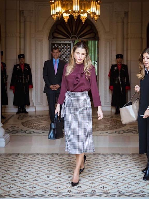 أناقة الملكة رانيا في التنورة