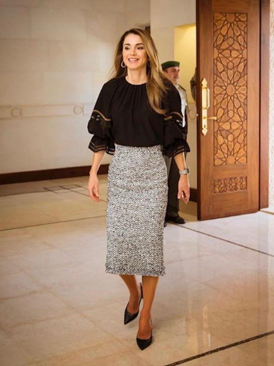 الملكة رانيا في التنورة الميدي