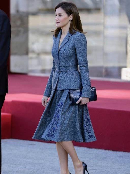 الملكة ليتيسيا في البدلة الرسمية