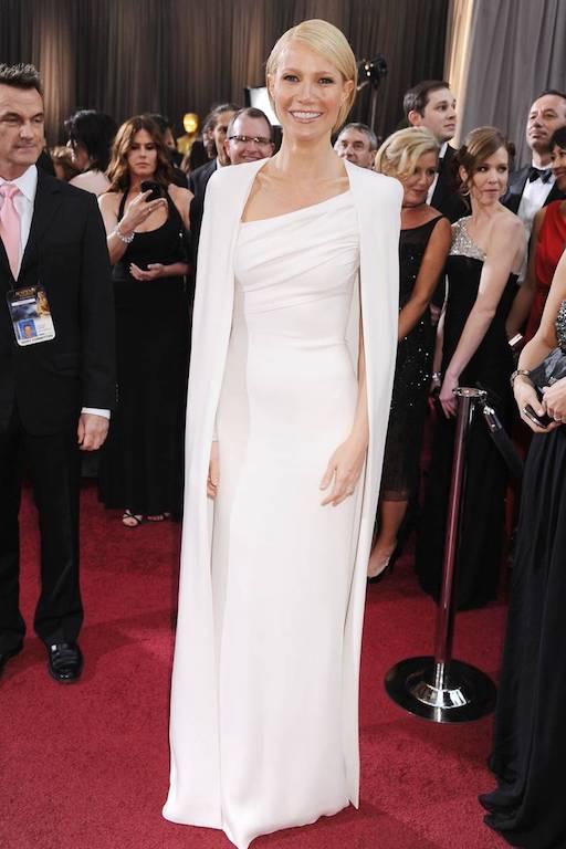 غوينيث بالترو في اطلالة راقية في فستان أبيض عام 2012
