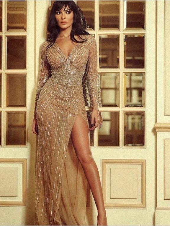 نادين نجيم في فستان ذهبي من زهير مراد