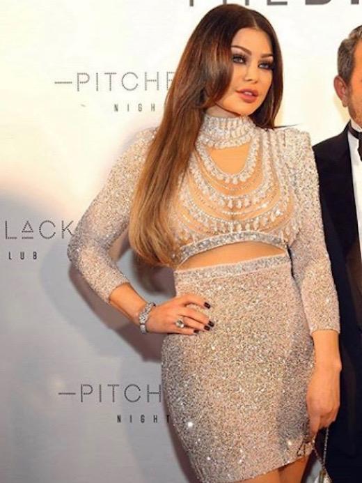هيفاء وهبي في فستان براق