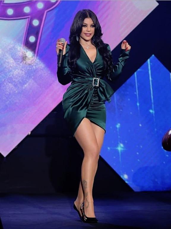 هيفاء وهبي في فستان قصير أخضر من الكسندر فوتييه