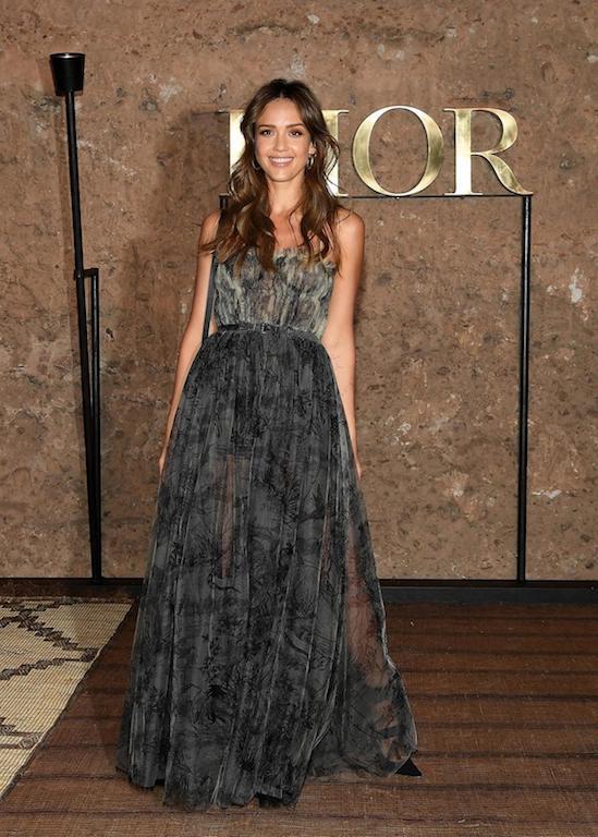 جيسيكا ألبا في فستان ماكسي من الشيفون