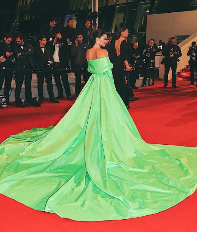 كارن وازن أيضاً اختارت اللون الأخضر