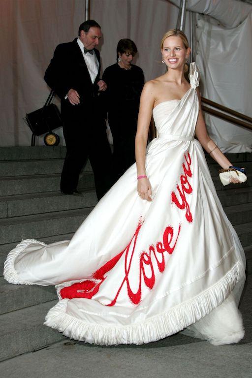 كارولينا كوركوفا في فستان أبيض عام 2005