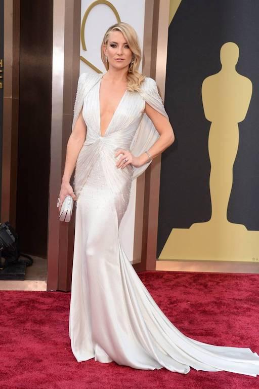كايت هادسون في فستان أبيض من فيرساتشي عام 2014