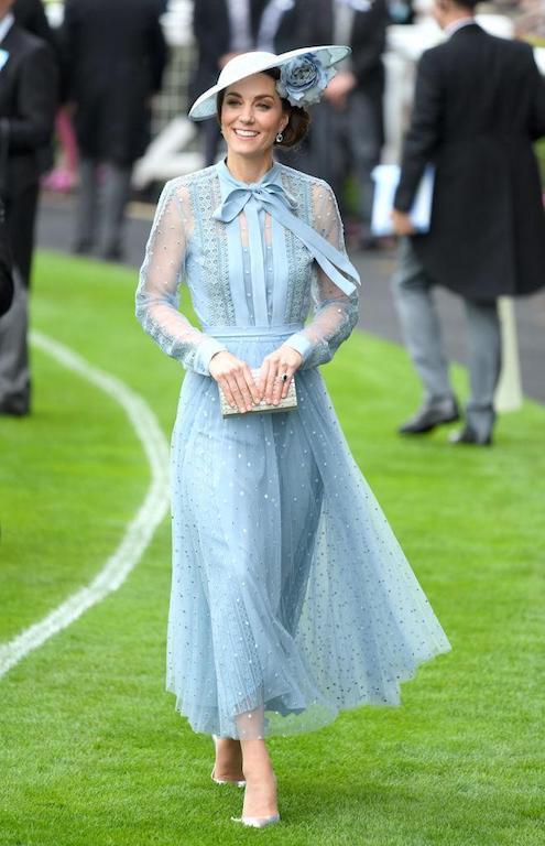 كيت ميدلتون متألقة في فستان من إيلي صعب