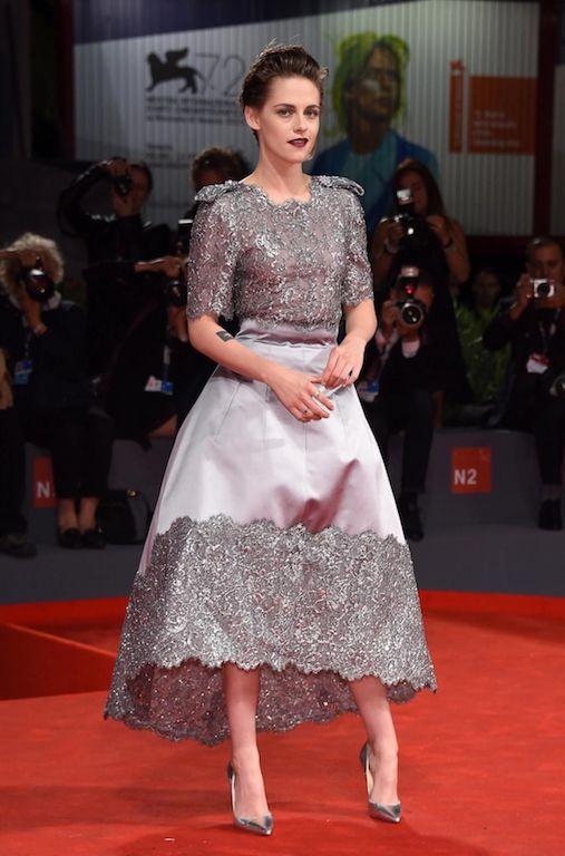 """مارغوت روبي في فستان أبيض من """"شانيل"""" Chanel"""