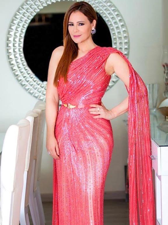 كارول سماحة في فستان من لابورجوازي
