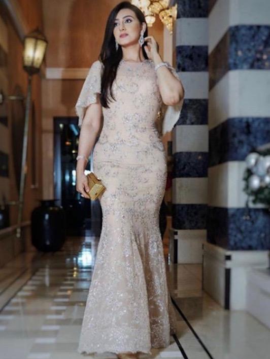 فستان من الدانتيل اختارته هيفاء الحسين