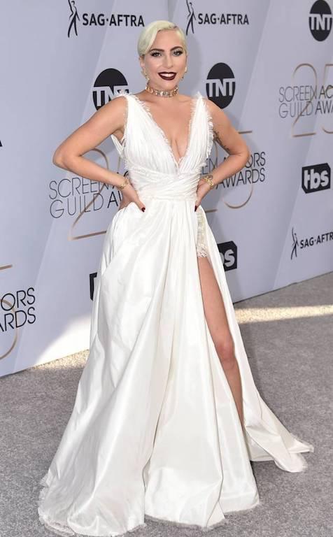 الليدي غاغا في أجمل اطلالة في فستان باللون الأبيض من ديور