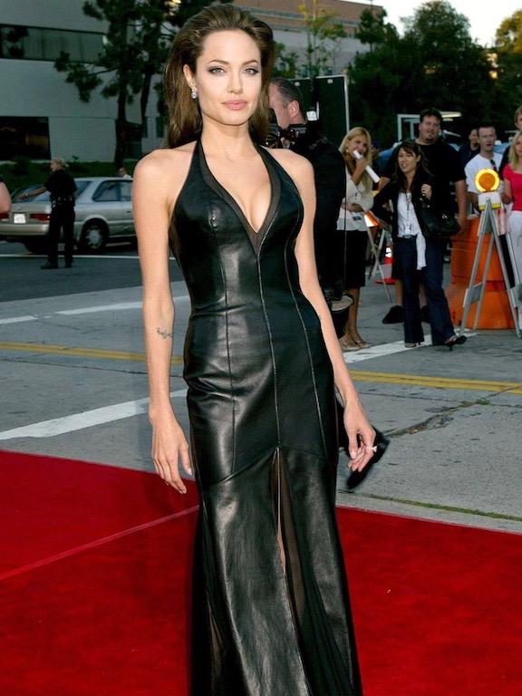 انجيلينا جولي في فستان أسود
