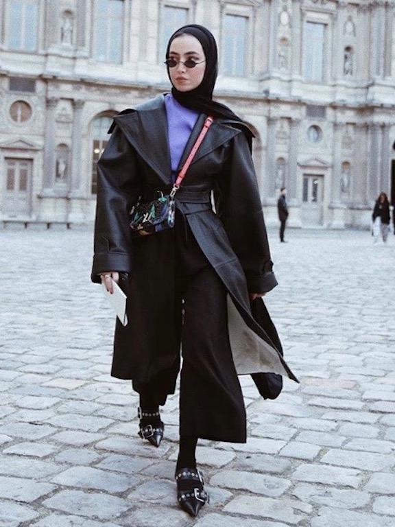 لينا الغوطي في لوك عصري في باريس
