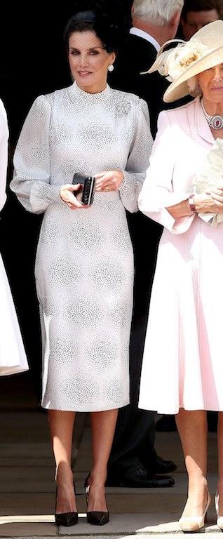 الملكة ليتيسيا في فستان ميدي باللونين الأسود والأبيض