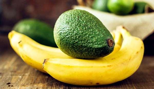 الموز والأفوكادو