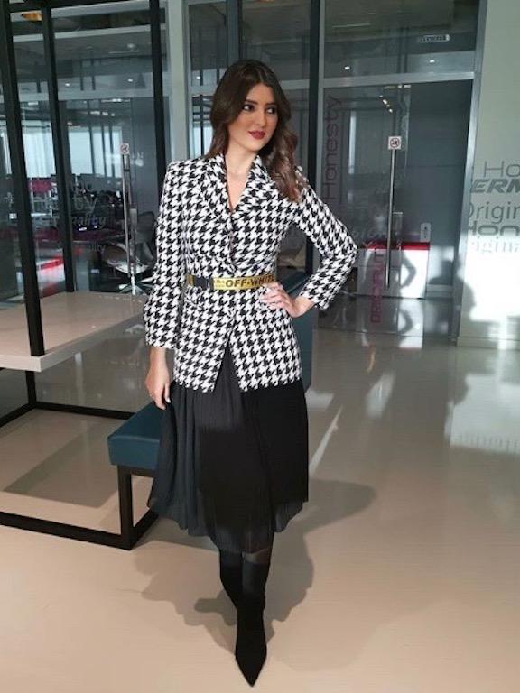 مريم سعيد أنيقة في تنورة ميدي باللون الأسود